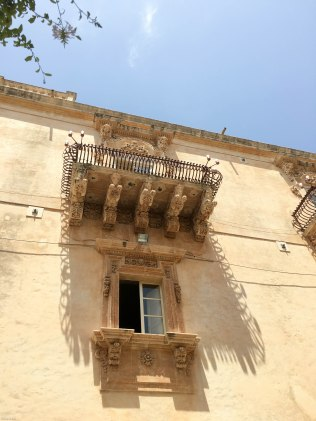noto balcony